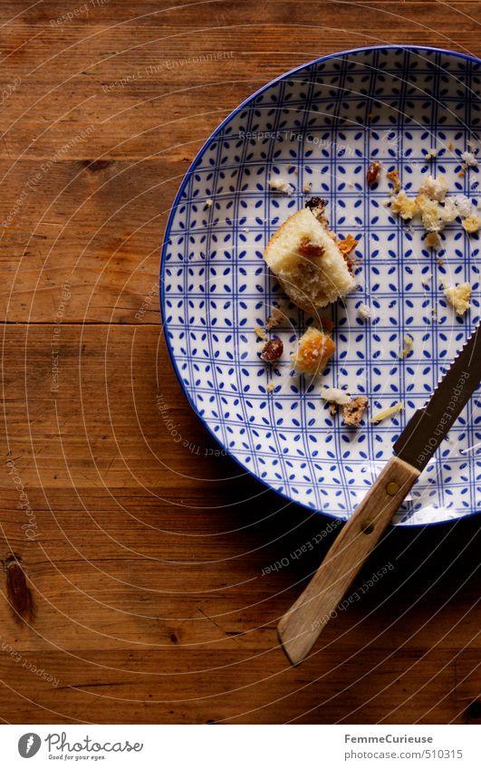 Buchtelkrümel. weiß Essen Lebensmittel Ernährung Scharfer Gegenstand Süßwaren Frühstück Geschirr Kuchen Bioprodukte Teller Backwaren Abendessen