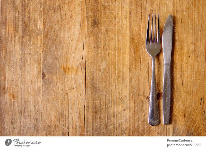 Hunger! Ernährung Essen Mittagessen Abendessen Büffet Brunch genießen hell braun warten Appetit & Hunger leer Tisch Holztisch Besteck Messer Gabel Gedeck silber