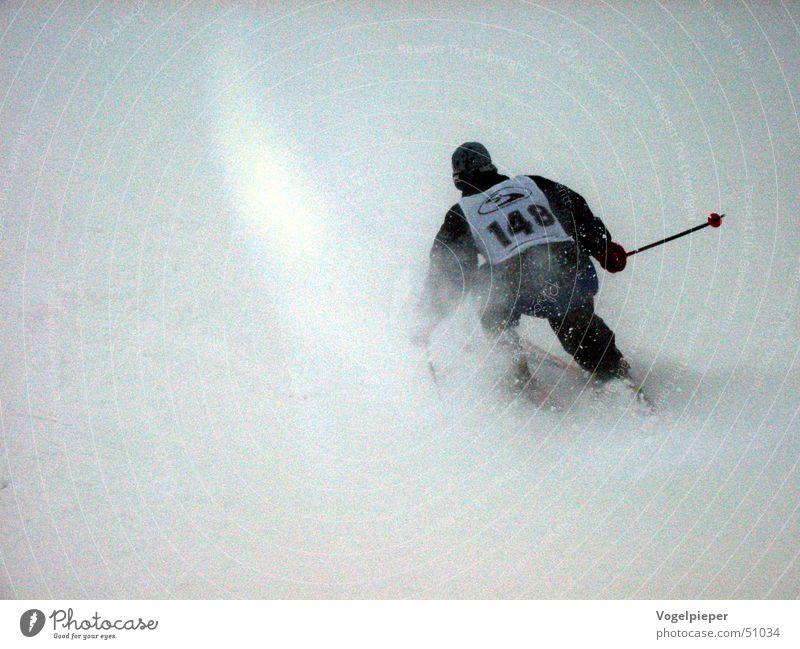 Blindflug weiß Winter schwarz Schnee grau Kraft Nebel Freizeit & Hobby Schilder & Markierungen Geschwindigkeit Erfolg Ziffern & Zahlen Mut sportlich Sportveranstaltung