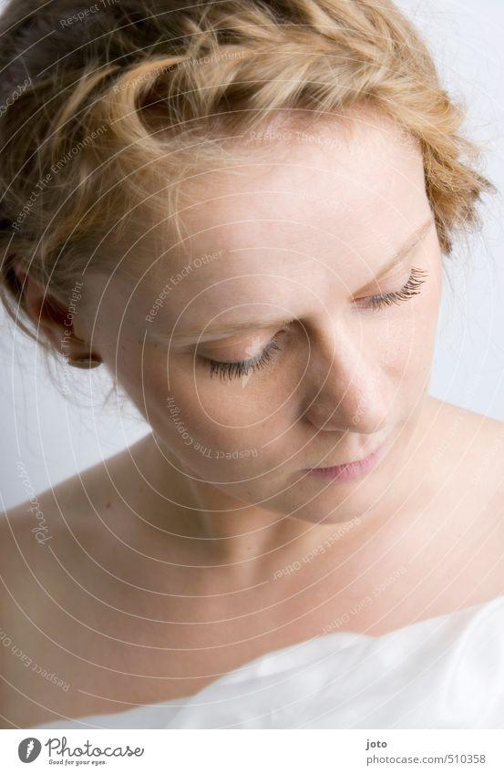 wohlfühlen Frau Jugendliche schön nackt Erholung Einsamkeit Junge Frau ruhig Erwachsene Erotik feminin Haare & Frisuren Gesundheit Kraft Zufriedenheit frisch