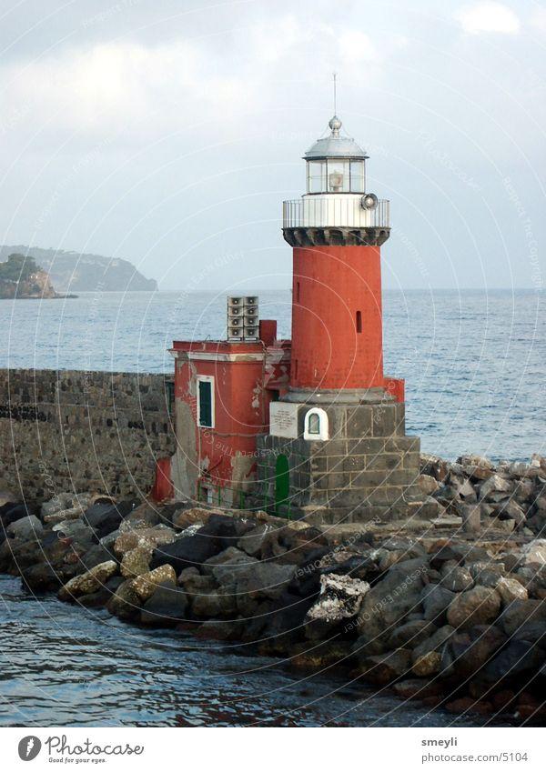 leuchtturm Wasser Himmel Meer rot Berge u. Gebirge Stein Mauer Horizont Hafen Denkmal Anlegestelle Wahrzeichen Leuchtturm Fischer