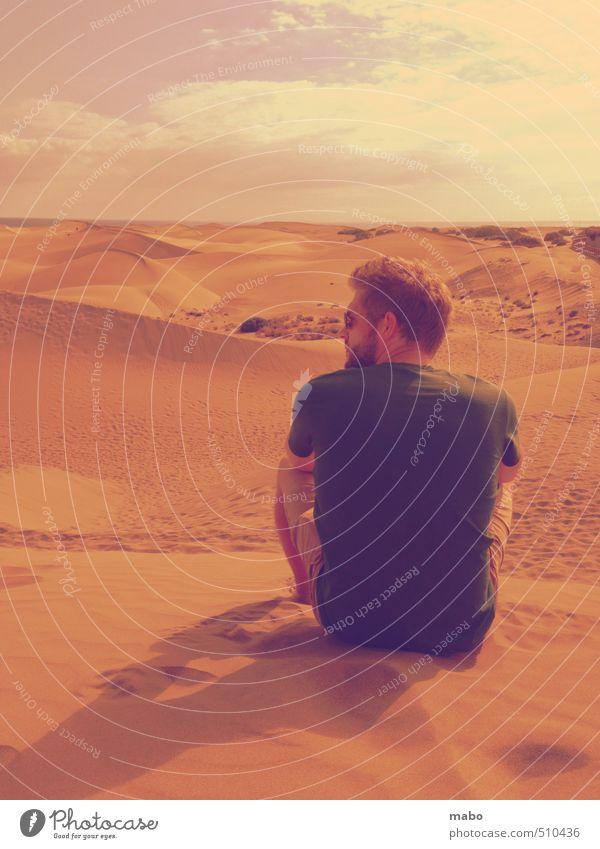 Der Dünen(be)sitzer I Mensch Himmel Jugendliche Ferien & Urlaub & Reisen blau grün Sonne ruhig Wolken Strand Junger Mann 18-30 Jahre Erwachsene gelb Denken Sand