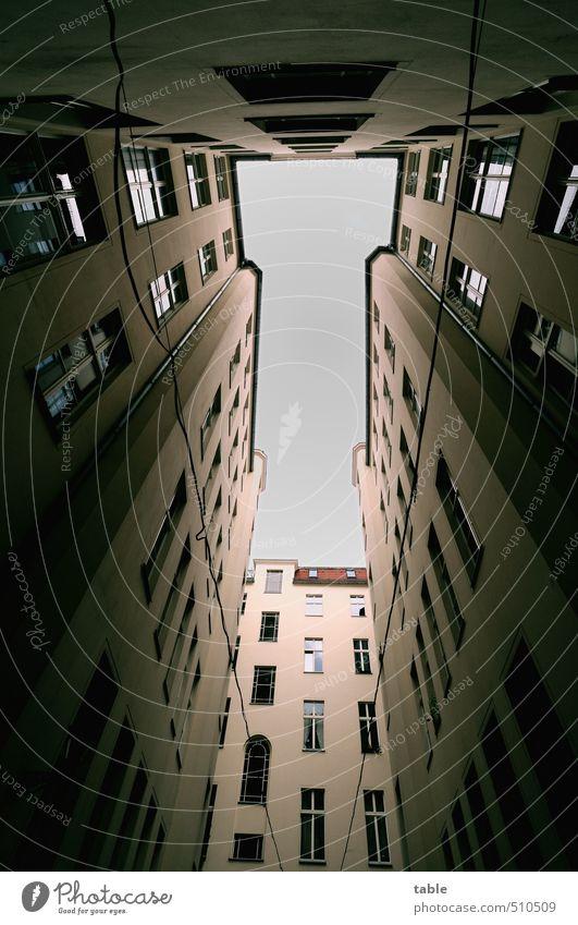 Zuhause Himmel alt Stadt Haus Ferne dunkel Fenster Wand Mauer Architektur Gebäude Berlin Fassade Tür Häusliches Leben Hochhaus