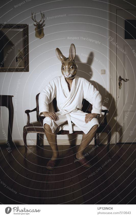 E S A H O N R O P Mensch Jugendliche Mann Freude Tier Junger Mann 18-30 Jahre Erwachsene dunkel Erotik Angst maskulin Wohnung Häusliches Leben warten verrückt