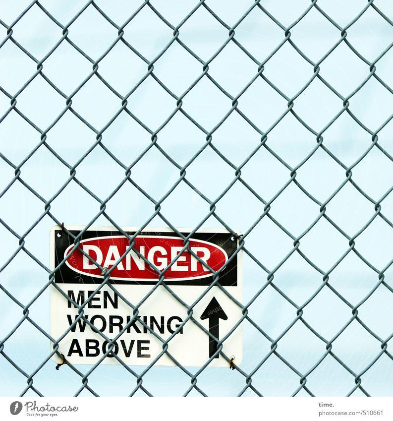 Problemzone Himmel Stadt Wege & Pfade Arbeit & Erwerbstätigkeit Angst Ordnung Schilder & Markierungen Schriftzeichen Hinweisschild bedrohlich Baustelle Schutz