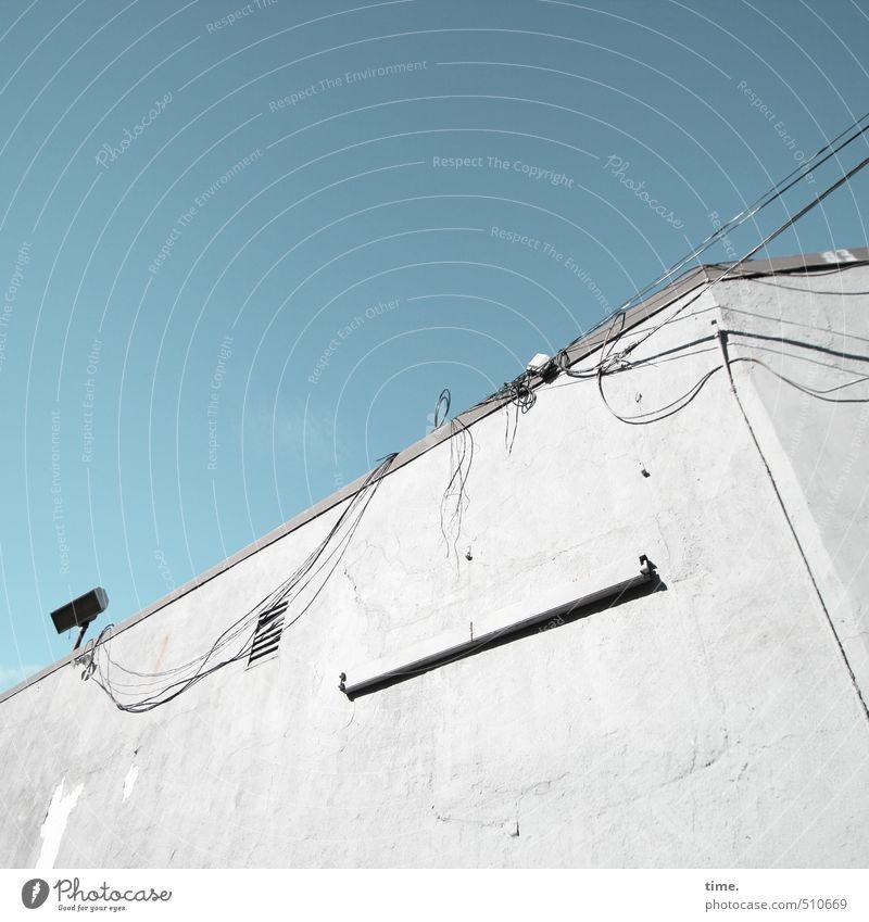 backstage Himmel Stadt Haus Wand Gebäude Mauer Lampe Fassade Energiewirtschaft Ordnung Technik & Technologie Kreativität Vergänglichkeit Schönes Wetter planen Dach