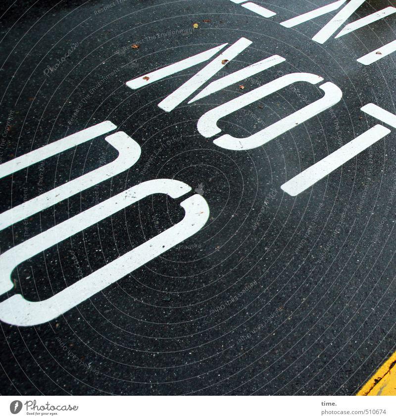 Lesetraining Verkehr Verkehrswege Straßenverkehr Autofahren Wege & Pfade Asphalt Mittelstreifen Stein Schriftzeichen Schilder & Markierungen bedrohlich