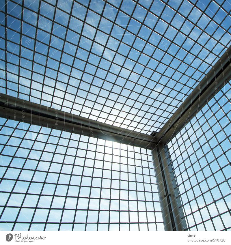 Vorsichtsmaßnahme Himmel Wolken Herbst Schönes Wetter Turm Bauwerk Gebäude Gitter Gitterrost Gitternetz sicherheitsgitter Luft Metall Design nackt Netzwerk