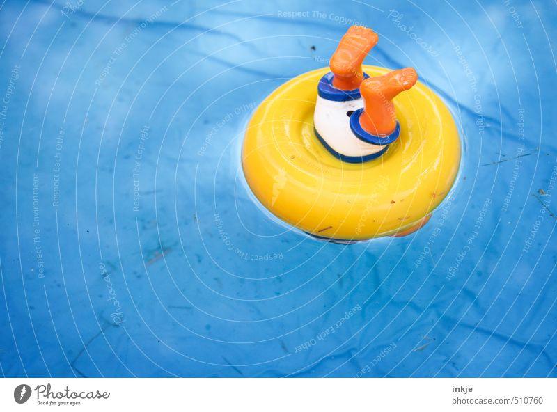 Ende der Sommerzeit | Zeitumstellung blau Wasser Freude gelb lustig Spielen klein Schwimmen & Baden Freizeit & Hobby Kitsch Kunststoff Spielzeug tauchen