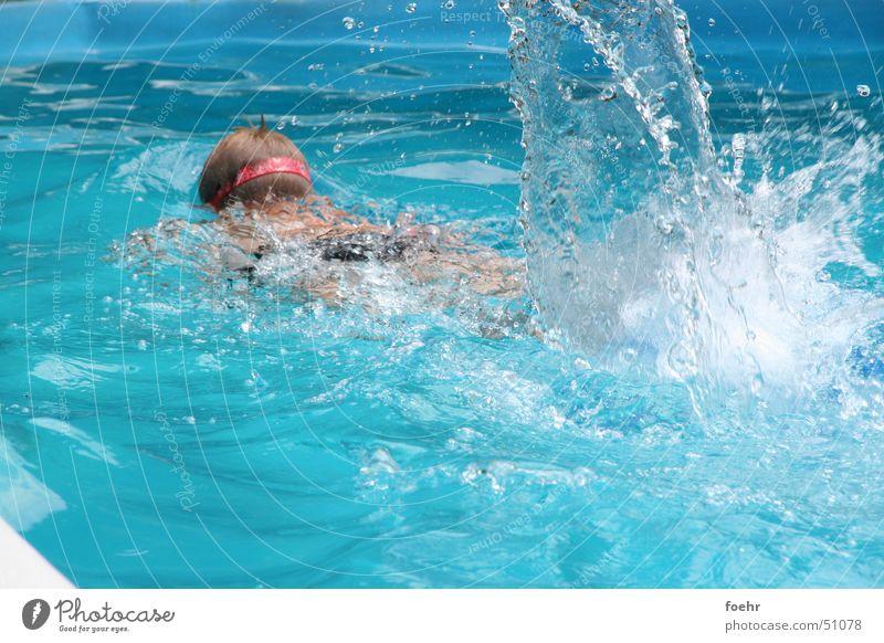 schwimmer Wasser blau Sport Wassertropfen Aktion