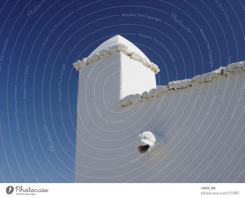 Blau-Weiß nicht nur in Bayern Lanzarote César Manrique Wand Haus Dach Stil Sims azurblau Mauer weiß Bauweise Himmel hell Gebäude Putzfassade Detailaufnahme