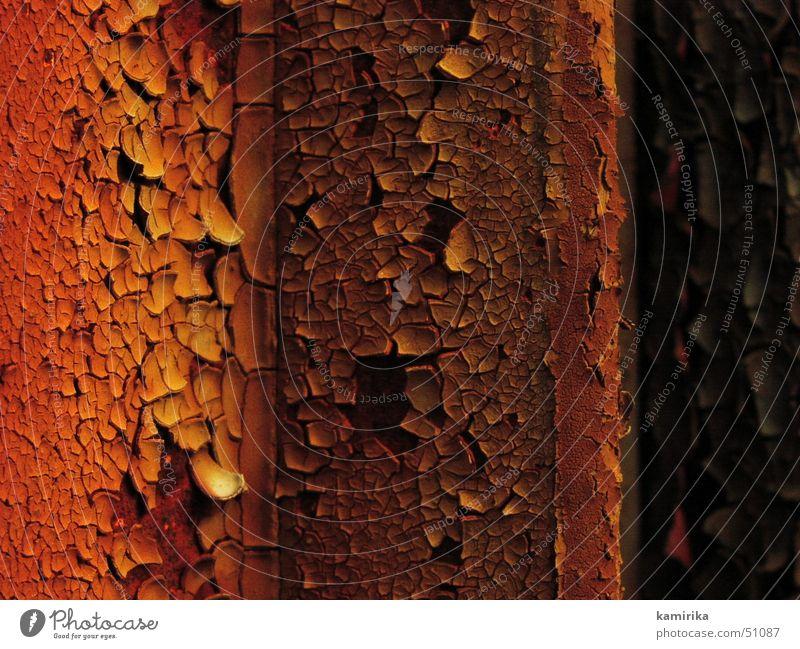 frischgestrichen rot Stahl Eisen Rost Metall Farbe blättern alt old steel