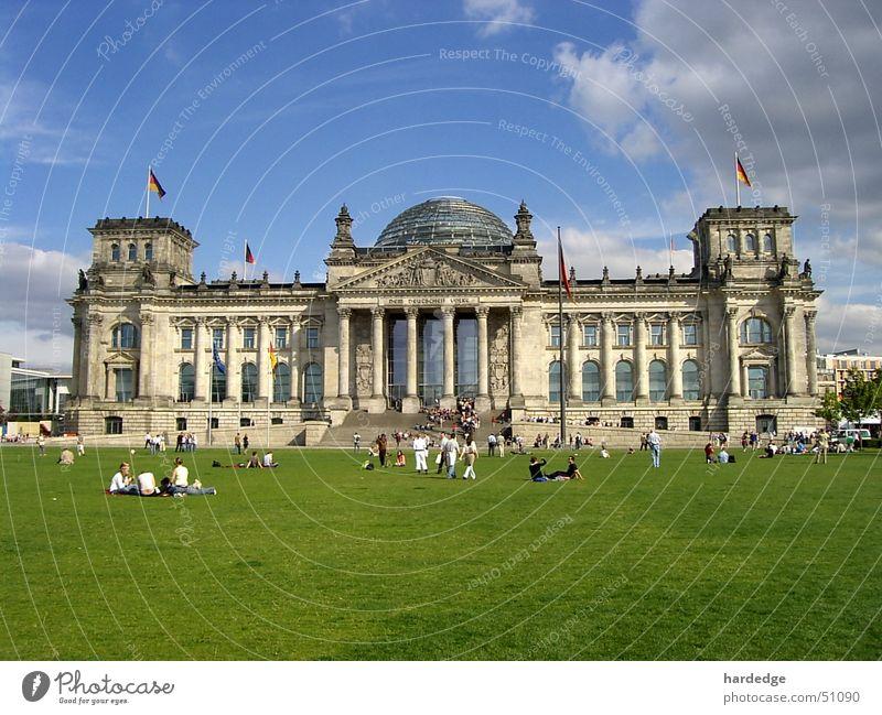 Reichstag Berlin Wiese Tourist Deutscher Bundestag