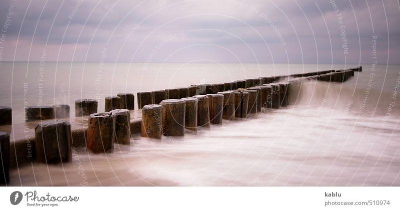 Buhnen mit Welle Natur Landschaft Urelemente Wasser Himmel Horizont Wellen Küste Ostsee Meer bedrohlich einfach einzigartig Ahrenshoop Farbfoto Gedeckte Farben