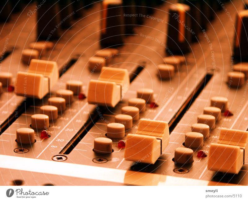 mix it Musik Technik & Technologie Disco Konzert Bühne Werkstatt Knöpfe live Schalter Taste Abwasserkanal Musikmischpult fade Elektrisches Gerät Tontechnik