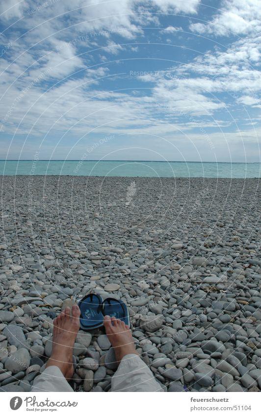 Aus den Latschen gekippt.. Nizza Strand Horizont Wolken Flipflops Meer Cote d'Azur Cannes Monaco Stein Himmel blau Fuß