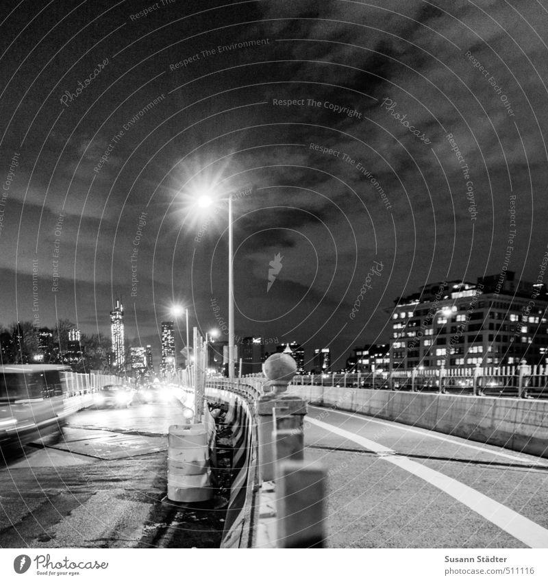 big city lights Stadt Haus Straße Lifestyle Tourismus PKW Hochhaus Fußweg fahren Straßenbeleuchtung Laterne Sightseeing Scheinwerfer Städtereise Autoscheinwerfer New York City