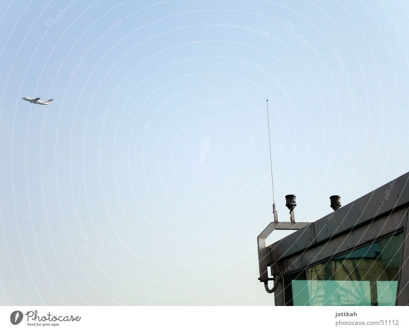 fly away. Flugzeug Antenne Tower (Luftfahrt) Abdeckung Himmel Flugzeugstart fliegen blau sky blue
