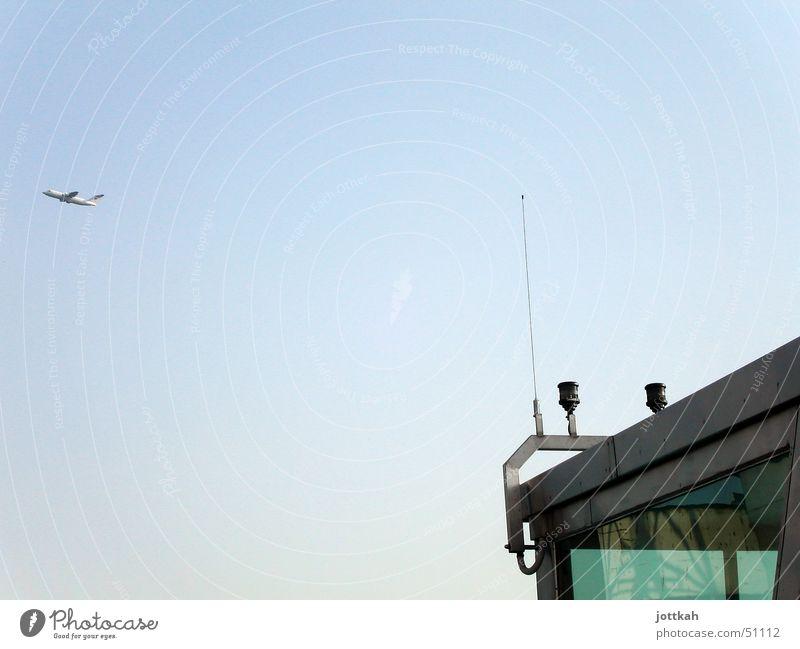 fly away. Himmel blau Luft Flugzeug fliegen Tower (Luftfahrt) Flugzeugstart Antenne Abdeckung