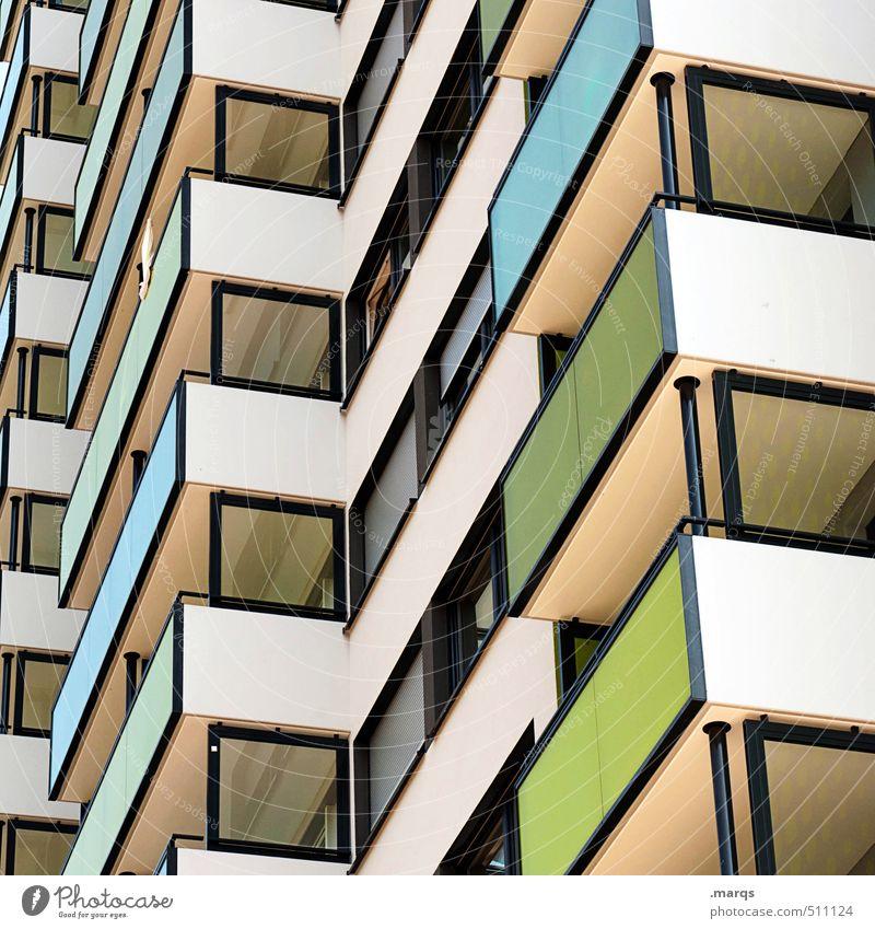643 Häusliches Leben Haus Gebäude Architektur Fassade Balkon Fenster Linie eckig einfach hoch Farbe Perspektive Farbfoto mehrfarbig Außenaufnahme Muster