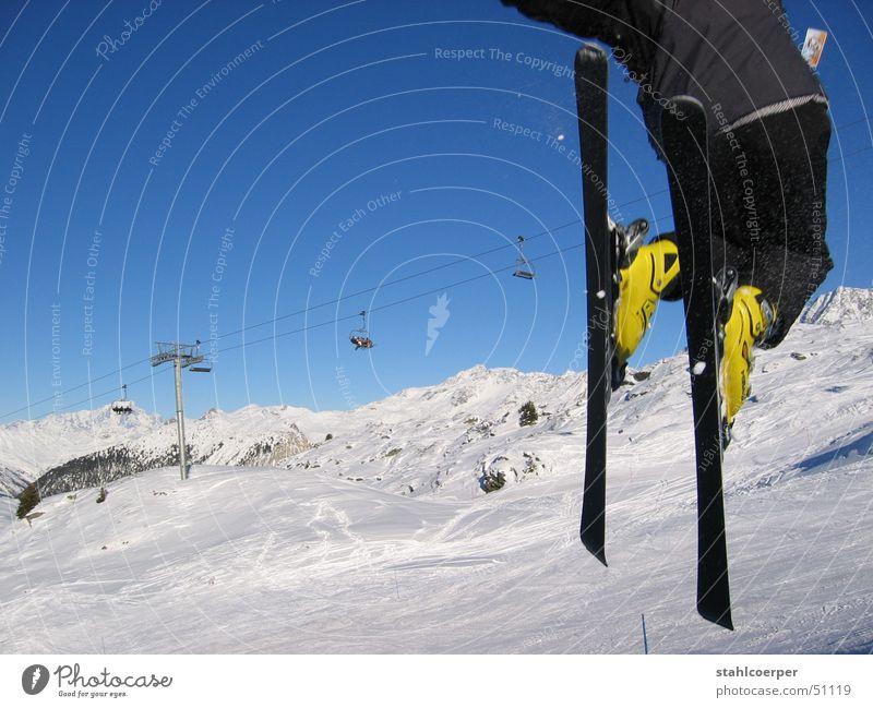 freestyl Freude Winter Sport Schnee Berge u. Gebirge springen Kraft fliegen Skifahren Alpen Blauer Himmel Wintersport Trois Vallées