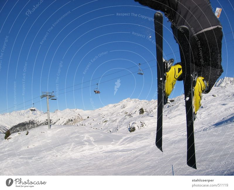 freestyl Winter springen Trois Vallées Wintersport Kraft Außenaufnahme Sport Skifahren fliegen Schnee Blauer Himmel Berge u. Gebirge Alpen Freude