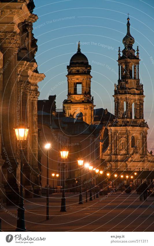 Lichterkette Tourismus Ausflug Sightseeing Städtereise Mensch Architektur Kultur Himmel Nachthimmel Dresden Sachsen Deutschland Europa Stadt Hauptstadt Altstadt