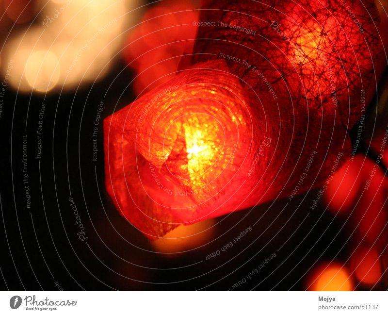 Lichterkette rot dunkel Wärme Physik Weihnachtsmarkt Lichterkette