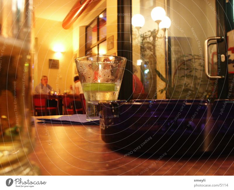 genug ist genug Bar Gastronomie Cocktail Nachtleben trinken Getränk Club Glas Kneipe Mensch Wermut