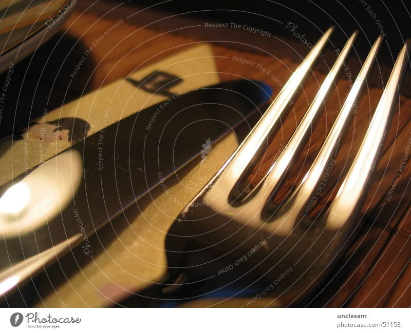 Gabel und Messer Ernährung Tisch Küche Besteck Gastronomie Geschirr Restaurant Speise lecker Teller Serviette Tellerrand
