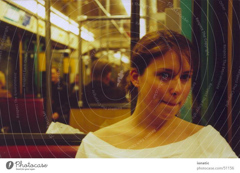 Julia 17 Frau Eisenbahn U-Bahn Romeo und Julia