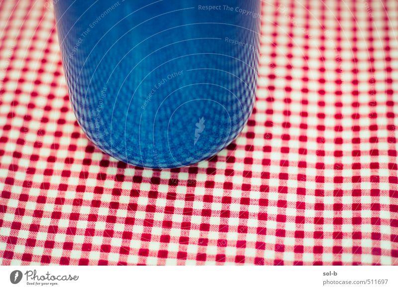Gebogen Getränk trinken Heißgetränk Tee Becher Lifestyle Stil Design harmonisch Wohlgefühl Zufriedenheit Erholung Häusliches Leben Tisch Tischwäsche kariert