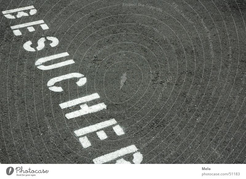 Besucher Platz Schriftzeichen Bodenbelag Buchstaben Parkplatz Großbuchstabe