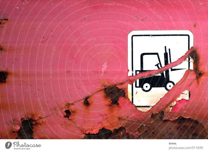viel erlebt rot Metall Verkehr Schilder & Markierungen Ordnung kaputt Vergänglichkeit Wandel & Veränderung Sicherheit Zeichen Baustelle Güterverkehr & Logistik