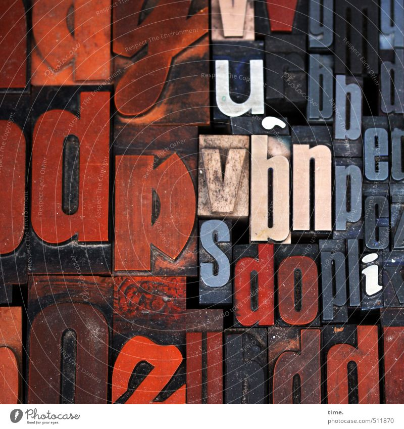 Textbausteine II alt schwarz Kunst orange Schriftzeichen ästhetisch Kommunizieren lesen Buchstaben historisch Kunststoff Zusammenhalt Bildung Medien