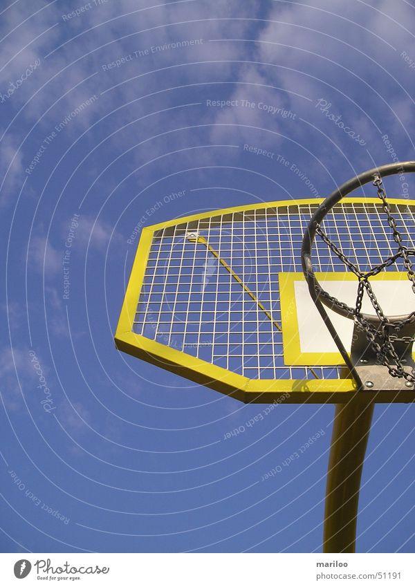 Basketball Korb gelb Spielen Sport Ball Himmel Kontrast