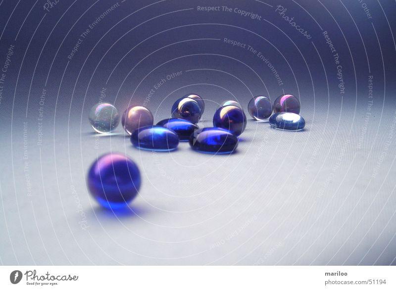 Blaue Mumeln blau Freude Farbe Spielen Stein Arbeit & Erwerbstätigkeit Glas Kreis rund Kugel Stillleben Sportveranstaltung Konkurrenz Kinderspiel Murmel