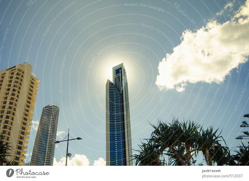 halo effect Sonne Wärme Architektur Gebäude Luft leuchten Kraft modern Hochhaus authentisch Perspektive Klima Schönes Wetter Glaube heiß Stadtzentrum