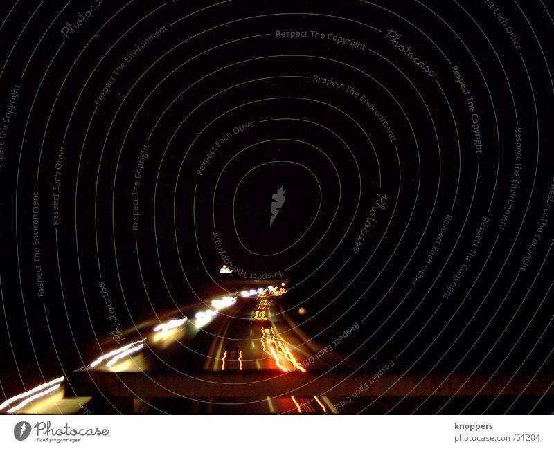 Autobahn bei Nacht Licht Rücklicht Straße Beleuchtung Abend PKW