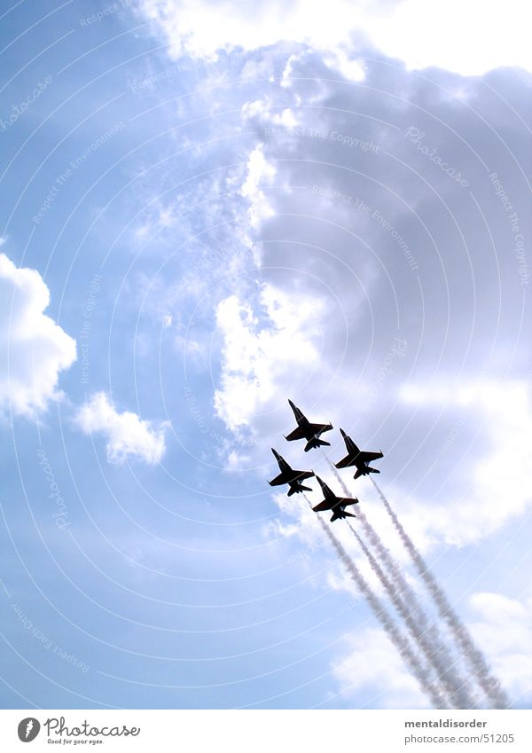 Air4ce Flugzeug Show Wolken Himmel Düsenflugzeug kustflug blau fliegen Flügel kämpfen