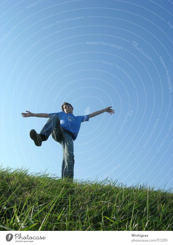 Ins Unendliche Himmel blau Wiese Freiheit hell tief Am Rand Tatendrang
