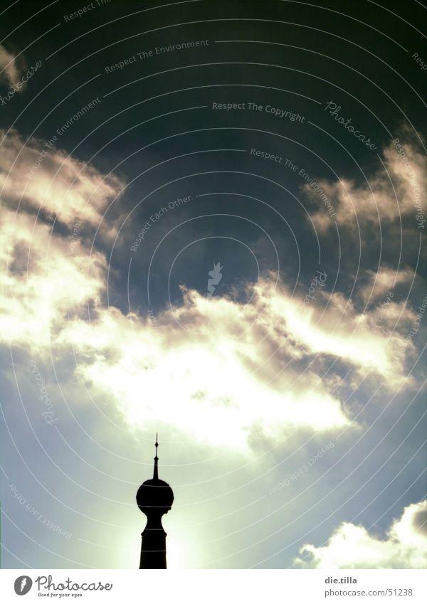Der Zeiger in den Himmel weiß Meer blau Wolken Spitze Leuchtturm Antenne Hinweis Spargel