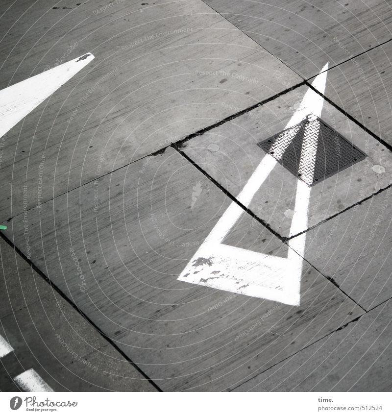 Spielregeln III Stadt Wege & Pfade Stein Linie Kunst Metall Design Schilder & Markierungen Ordnung Luftverkehr ästhetisch Beton Streifen Sicherheit Zeichen