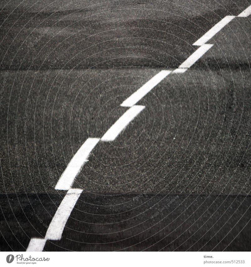 einmal durchs Bild schlurfen alt weiß Wege & Pfade grau Stein Linie Schilder & Markierungen Ordnung kaputt Vergänglichkeit Wandel & Veränderung Sicherheit