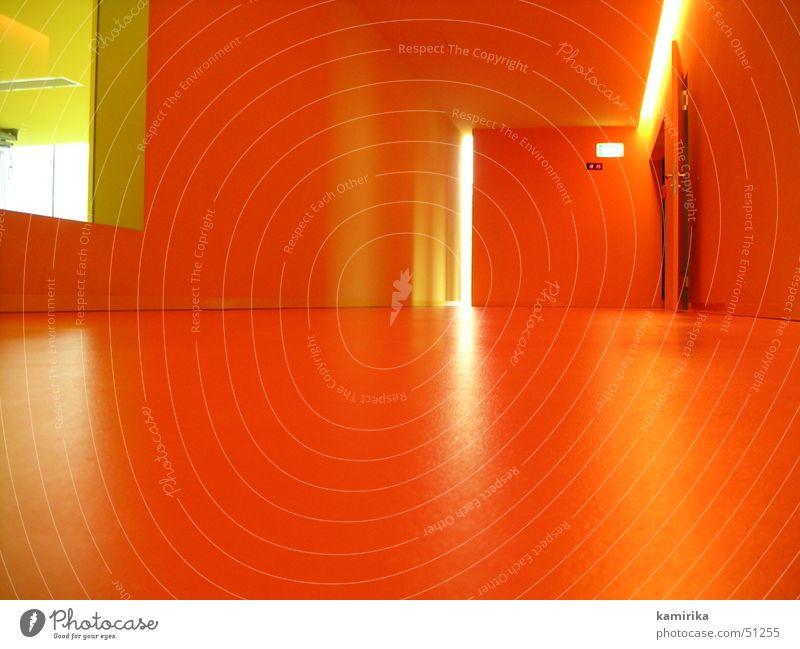 intensiv rot Fenster Raum Tür Bodenbelag Flur Decke