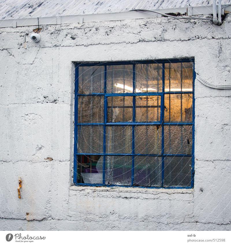 alt Haus Fenster Wärme Wand Mauer Architektur Gebäude Beleuchtung Arbeit & Erwerbstätigkeit Häusliches Leben Armut kaputt Hoffnung Baustelle Neugier