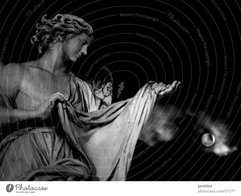 Abdankung Skulptur Frau Mondschein Wolken Hand Rom Italien Nacht dunkel Barock