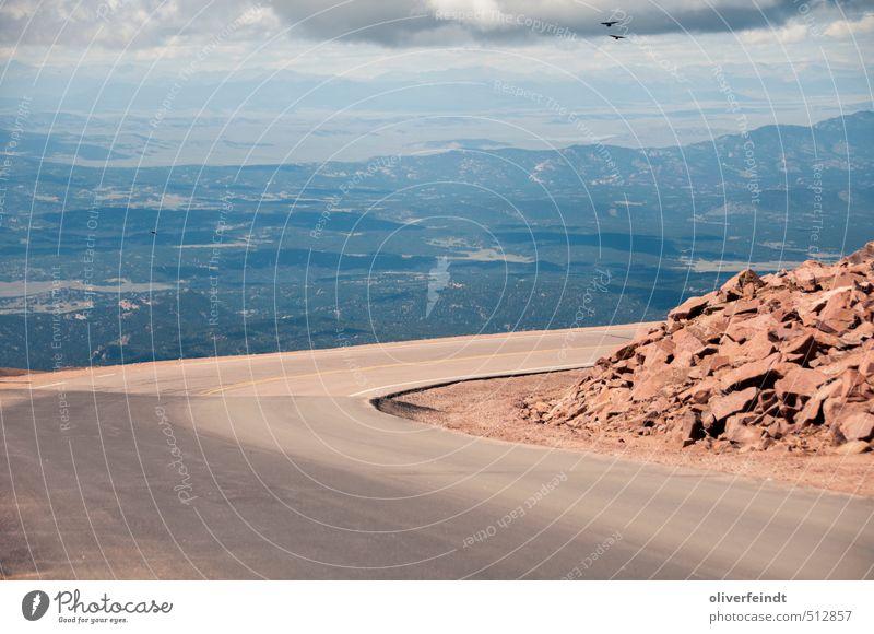 Kurve I Ausflug Abenteuer Ferne Freiheit Sommer Berge u. Gebirge Umwelt Natur Landschaft Urelemente Erde Himmel Wolken Schönes Wetter Hügel Felsen