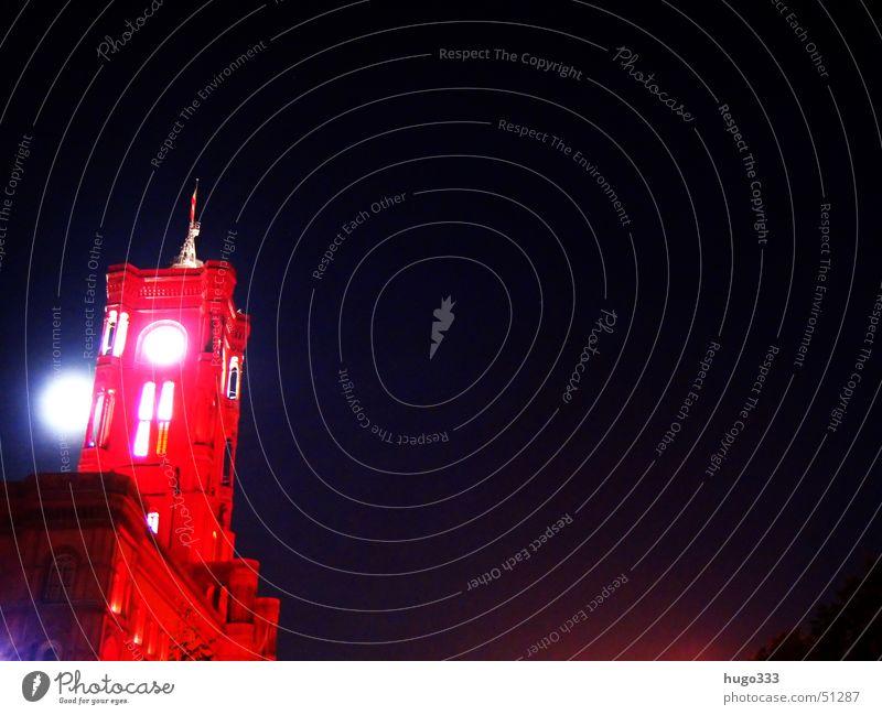 mond hinter turm blau rot Berlin Turm Mond strahlend Rotes Rathaus