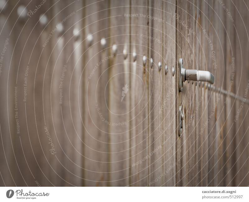 Irgendwohin Stadt Einsamkeit Ferne dunkel Holz braun Angst Tür Häusliches Leben trist Ordnung bedrohlich Sicherheit Schutz Neugier geheimnisvoll